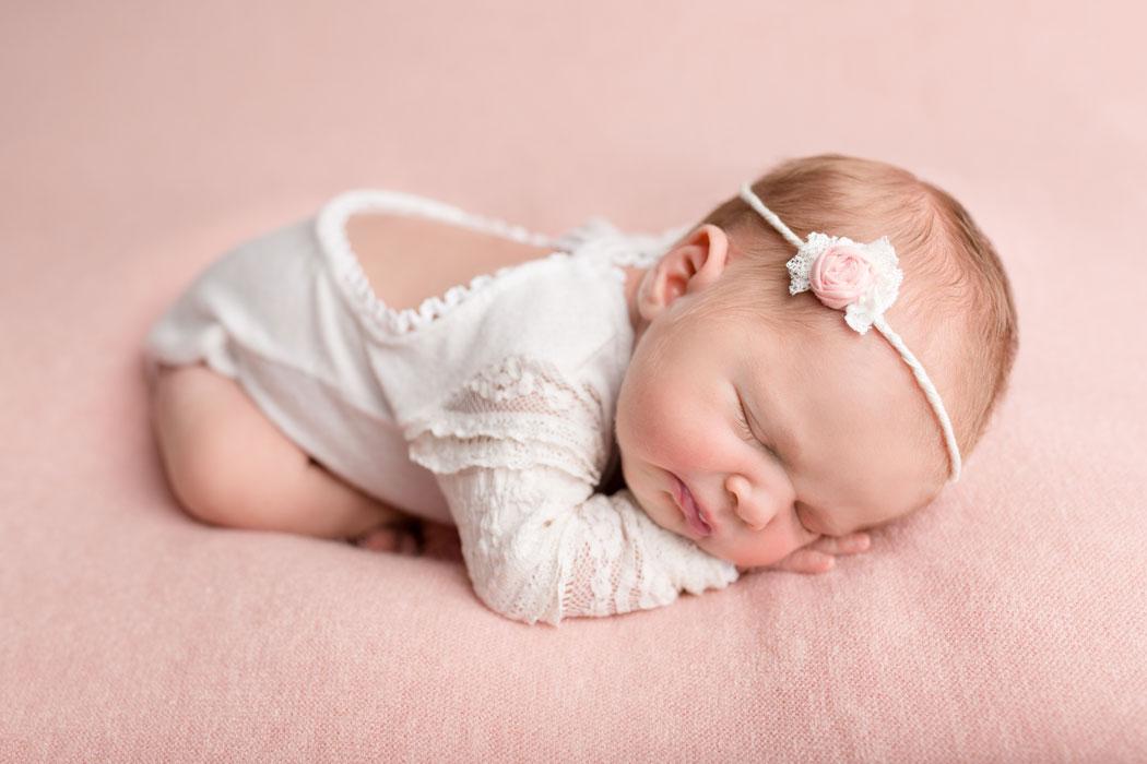 mareike wiesner photography neugeborenenshooting maedchen 001 - Neugeborene