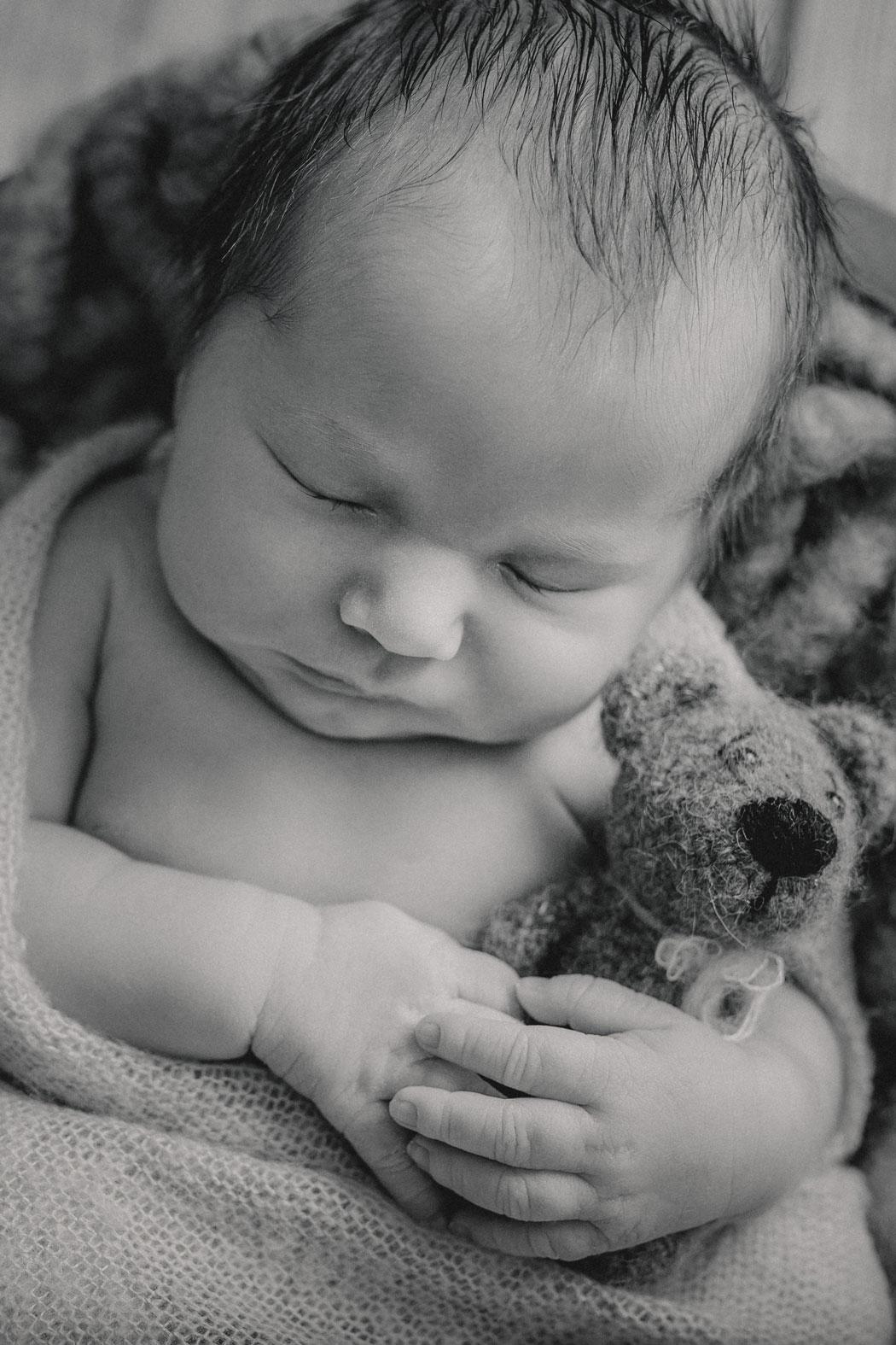 mareike wiesner photography neugeborenenshooting boy wolfsburg 015 - Neugeborenenshooting Wolfsburg - so ein süßes Kerlchen