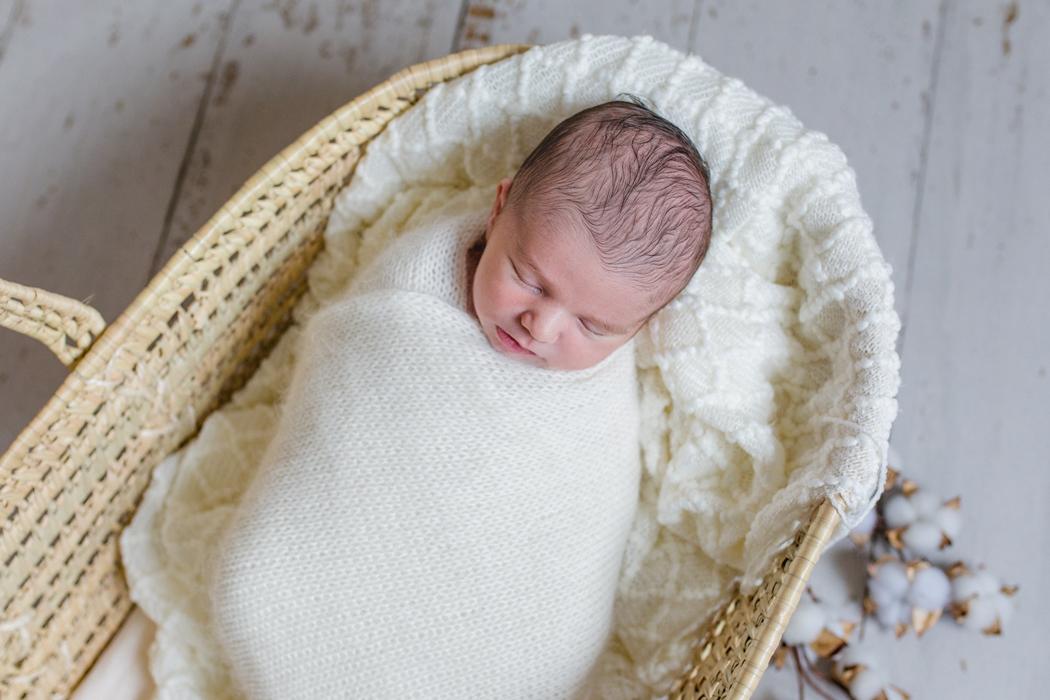 mareike wiesner photography neugeborenenshooting moseskorb 007 - Neugeborenenshooting in Wolfsburg - Winterlich im Moseskorb